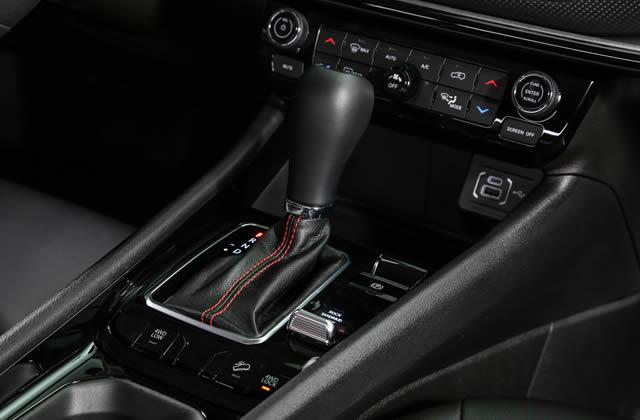 Jeep® Compass 2021 - Schaltknauf im Autohaus Mayrhörmann GmbH in Augsburg - Diedorf